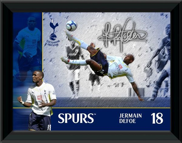 Framed photographic montage of Spurs striker Jermaine Defoe. Available in print sizes: THFC001 - 16x12 inch (406.4mm x 304.8mm) THFC005 - 8x6 inch (203.2mm x 152.4mm)